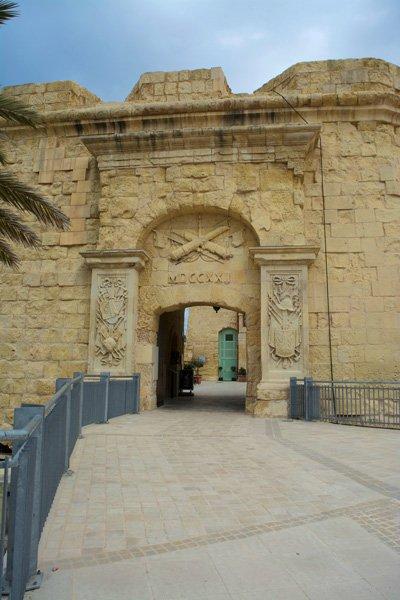 advanced gate toegangspoort birgu vittoriosa the three cities malta