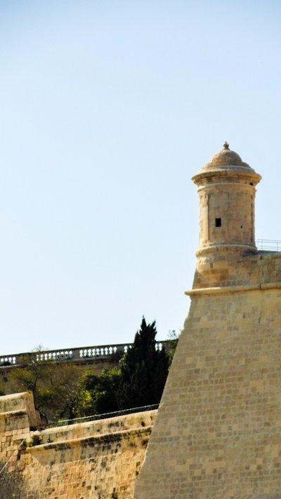 bastion van valletta zicht vanop aanmeerplaats ferry richting the three cities