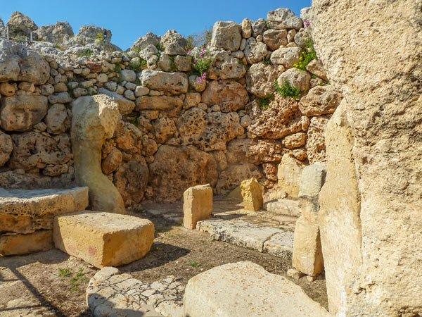 binnenin ggantija tempels in xaghra gozo eiland