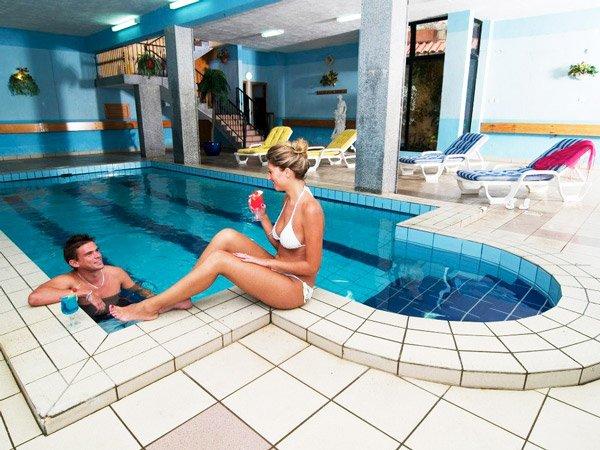 binnenzwembad canifor hotel malta