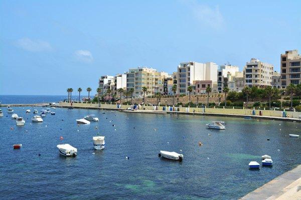 bootjes st pauls bay noorden van malta