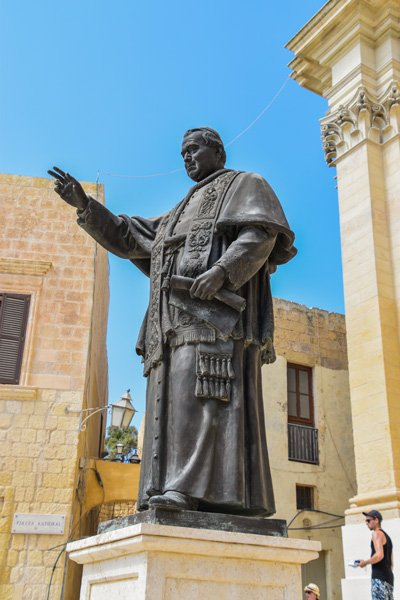 citadel victoria rabat standbeeld paus gozo eiland