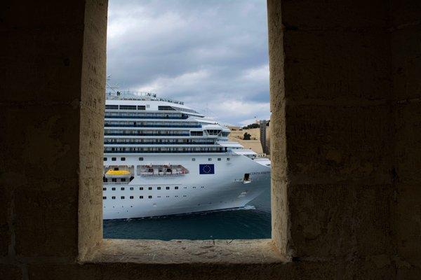 cruiseschip vanuit gardjola tuin senglea the three cities malta
