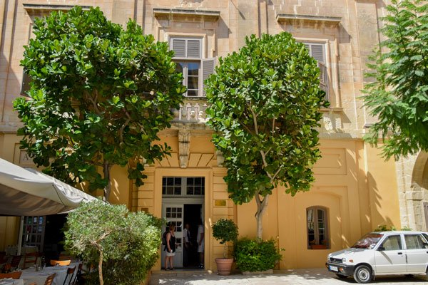 gevel en inkomhal van xara palace hotel in mdina malta