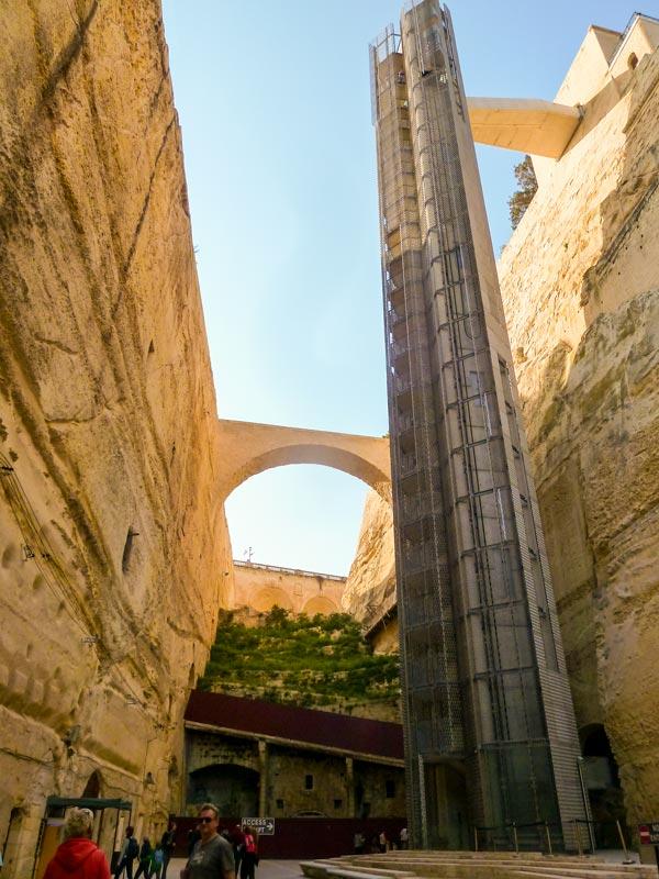 glazen lift naar upper barrakka gardens bezienswaardigheden malta