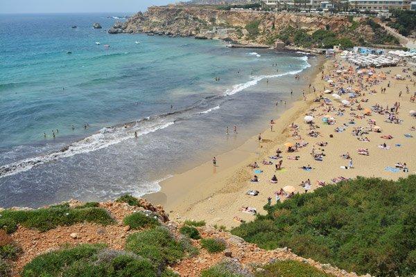 golden bay zandstrand noorden van malta
