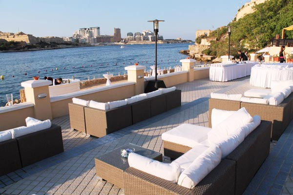 huwelijksfeest loungezetels grand hotel excelsior valletta malta