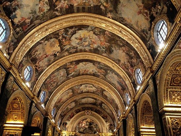 indrukwekkende plafond mattia preti st johns co cathedral valletta malta