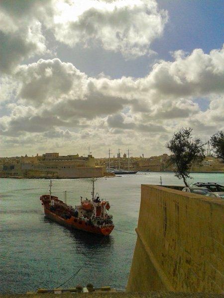 klimaat malta februari grijze wolken koud wind grand harbour valletta fort st angelo birgu