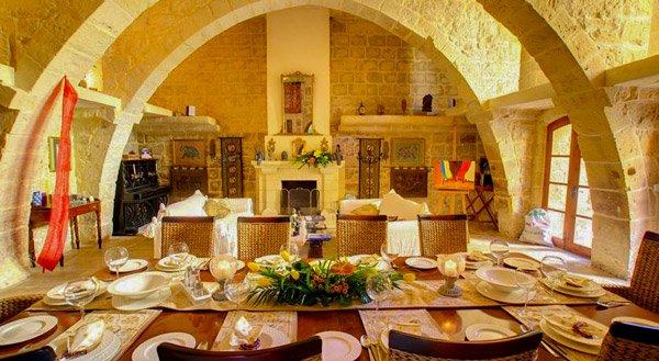 malta vakantiehuis villa buddha leefruimte eettafel zurrieq malta