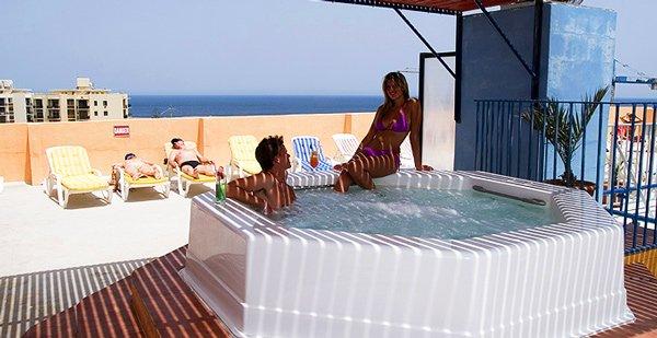 openlucht jacuzzi canifor hotel malta