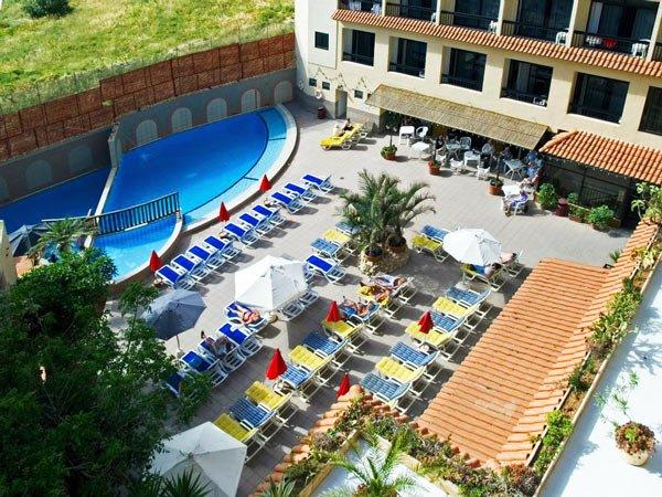 openluchtzwembad canifor hotel malta