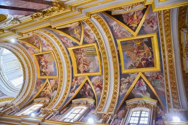 plafondschilderingen in st paul's kathedraal te mdina op eiland malta