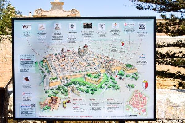 plattegrond aan stadspoort van mdina malta