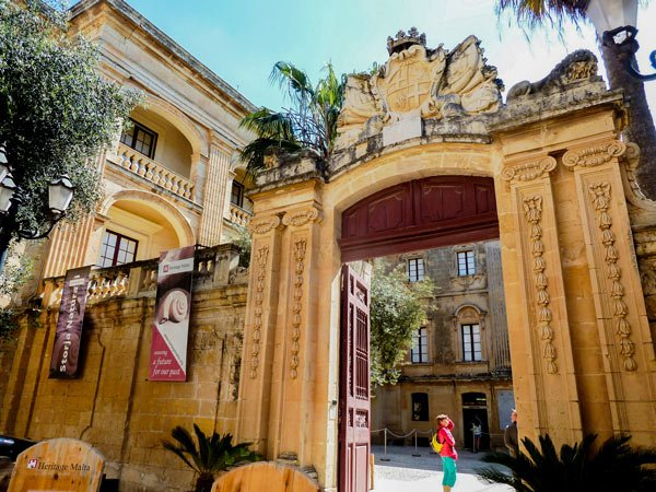 prachtige poort van plein van vilhena palace mdina malta