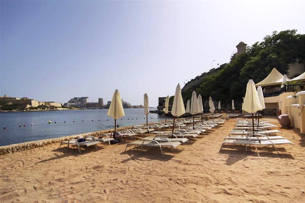 privé strand grand hotel excelsior valletta malta