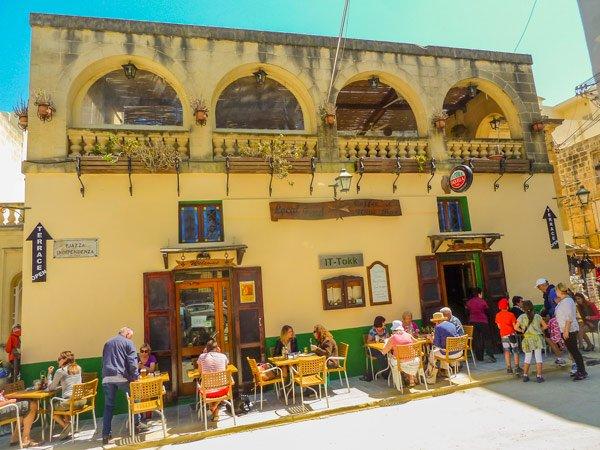 restaurant plein pjazza independenza victoria rabat gozo eiland