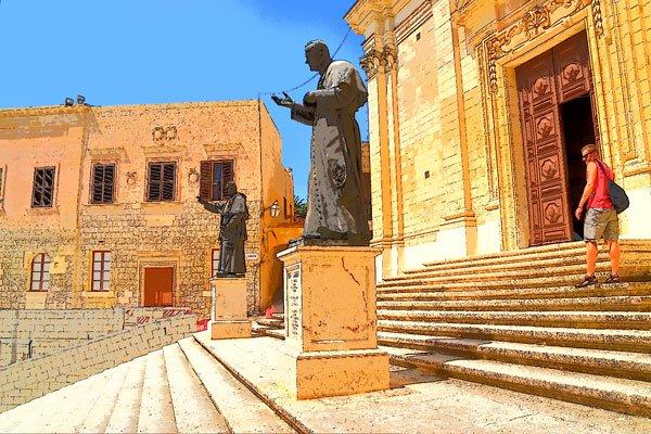 standbeelden pausen voor kathedraal van victoria citadel gozo eiland