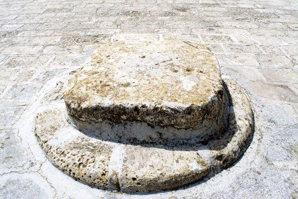 stenen plaat graanschuren the granaries floriana malta
