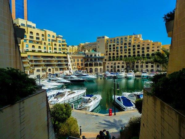 stijlvolle jachthaven portomaso boten en jetski malta