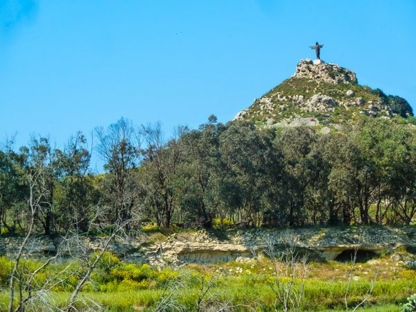 tas salvatur of saviours hill jezus beeld heuvel vallei van marsalforn gozo eiland