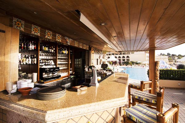 toog en krukken tiki bar grand hotel excelsior malta
