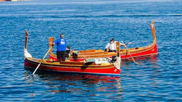 traditionele oversteek van valletta naar the three cities met luzzu malta
