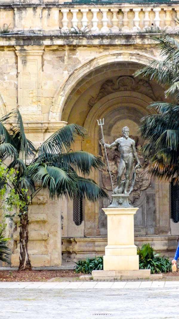 tuin van neptunus in paleis van de grootmeesters valletta hoofdstad malta