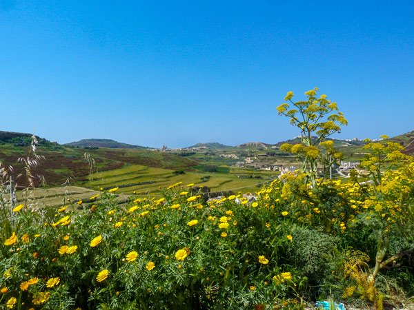 uitzicht naar noorden van nabij toegangspoort citadel victoria rabat gozo eiland