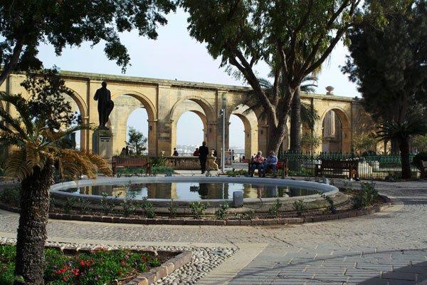 upper barrakka gardens fontein valletta bezienswaardigheden