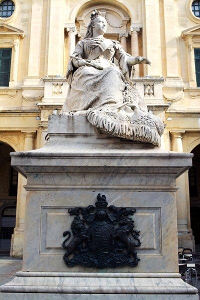 valletta bezienswaardigheden standbeeld koningin victoria op republic plein