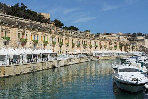 valletta waterfront met boten valletta bezienswaardigheden