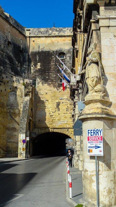 valletta waterkant bordje ferry service richting the three cities malta