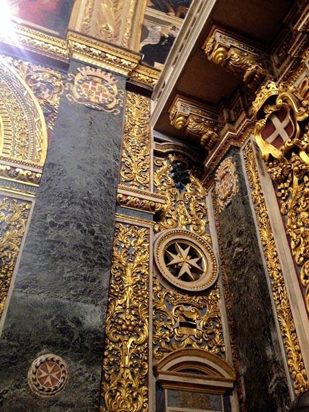 vergulde muren interieur st johns co cathedral valletta malta