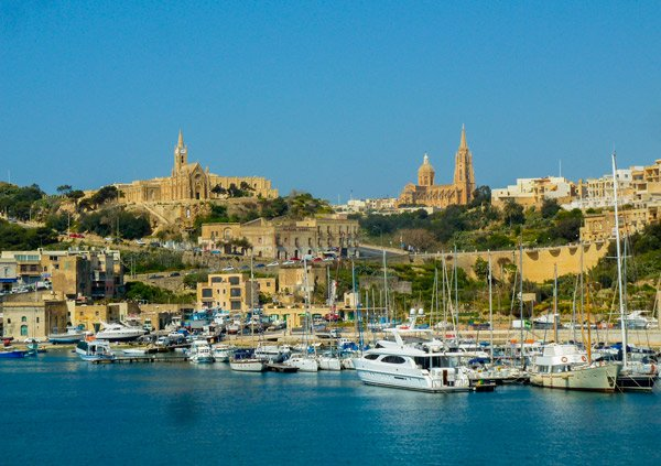 waterkant mgarr haven ferry gozo bezienswaardigheden