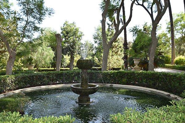 waterpartij in de groene omgeving van san anton gardens centraal malta