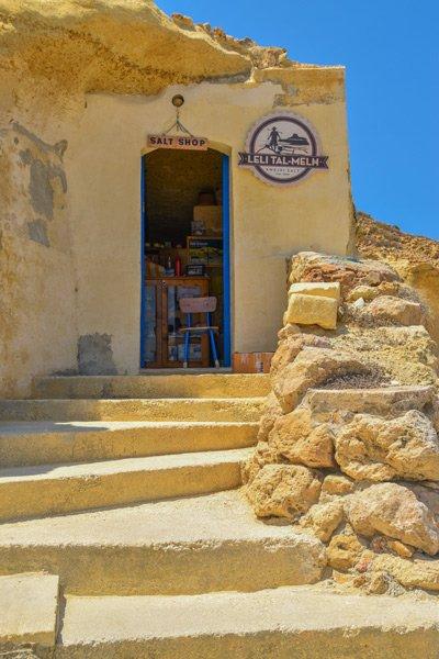 xwejni zoutpannen winkel grot gozo eiland