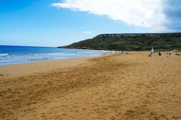 zandstrand baai van ramla gozo eiland malta
