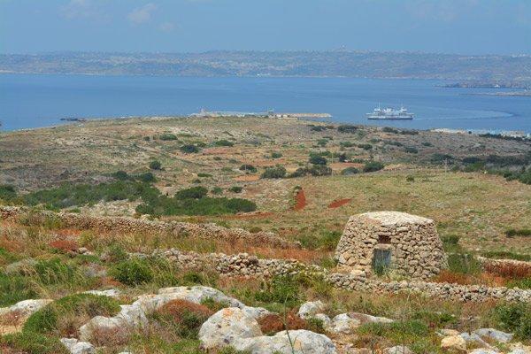 ferry cirkewwa noorden van malta
