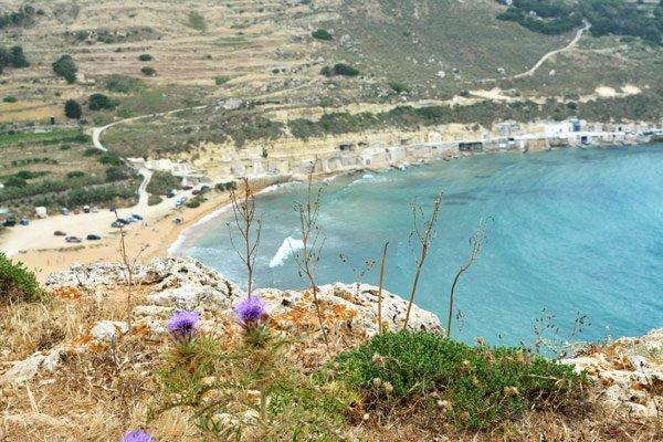 gnejna bay strand en boothuisjes noorden van malta