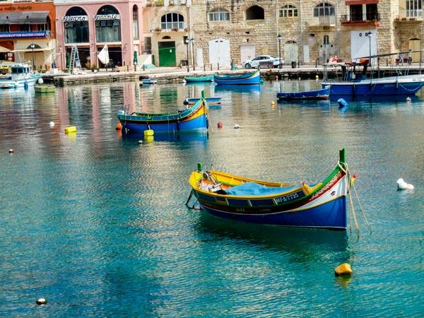 vissers bootjes luzzu spinola bay malta st julians