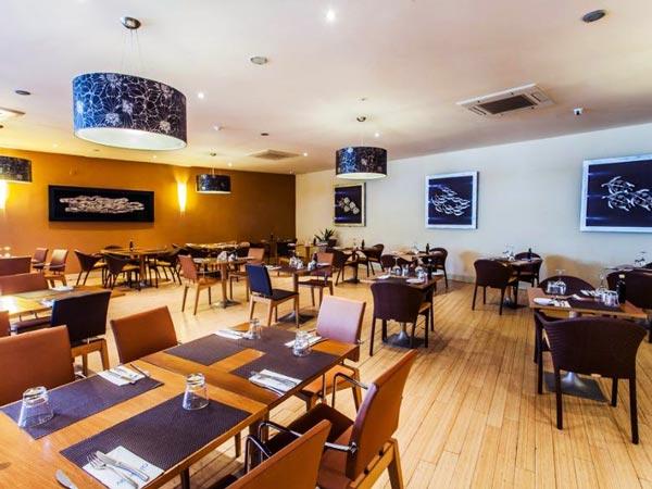 agliolio restaurant interieur radisson blu malta golden sands