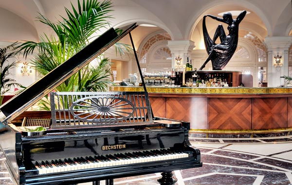 palm court lounge bar en piano hotel phoenicia malta