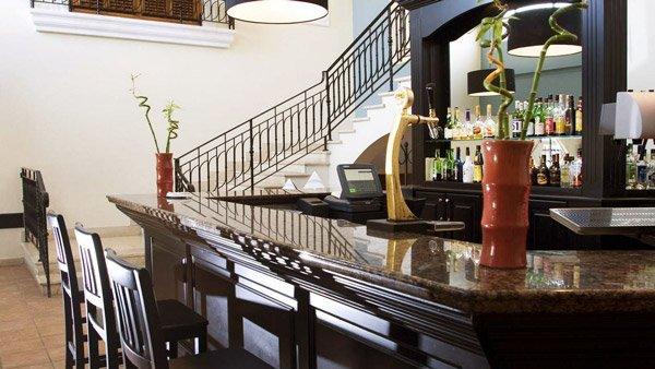 bar en trappen palios restaurant westin dragonara malta