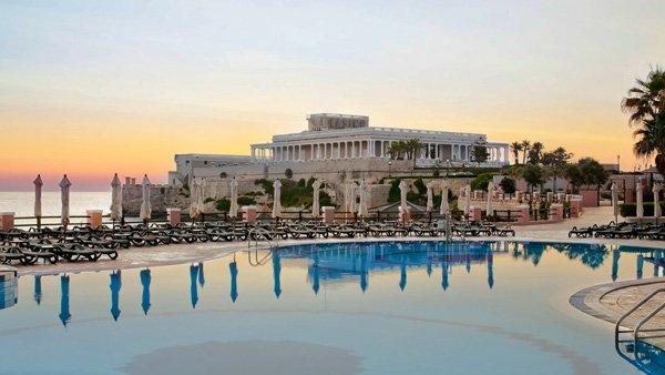 bay view zwembad en dek uitzicht casino westin dragonara malta