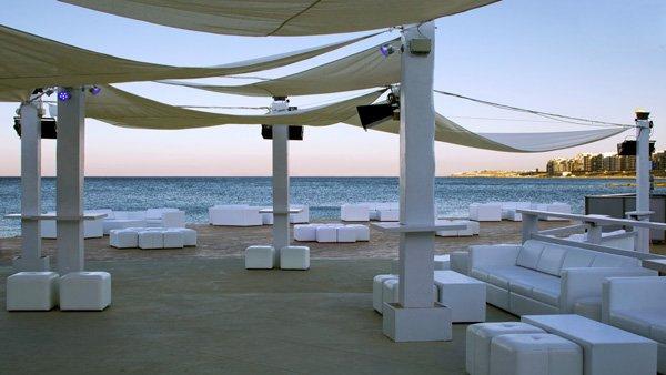 bedouin bar met zeezicht westin dragonara malta