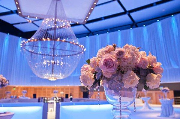 bloemen als decoratie op trouwfeest hilton malta hotel