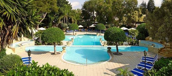 buitenzwembad corinthia palace hotel & spa malta