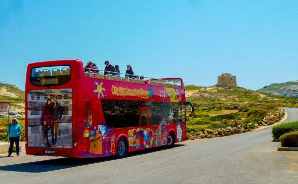 bushalte dwejra blauwe raam azure window gozo eiland