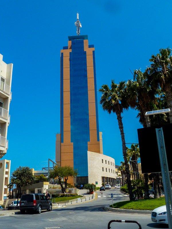 de toren van portomaso bezienswaardigheden malta kruispunt st julian's malta